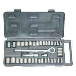 38 db-os dugókulcs készlet, 1/4col-3/8col meghajtóval, műanyag dobozban